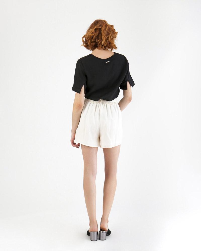 Ekrü Shorts