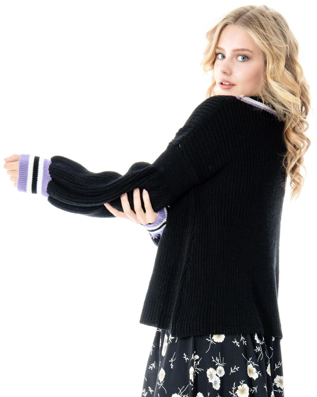 Schwarzer Pullover