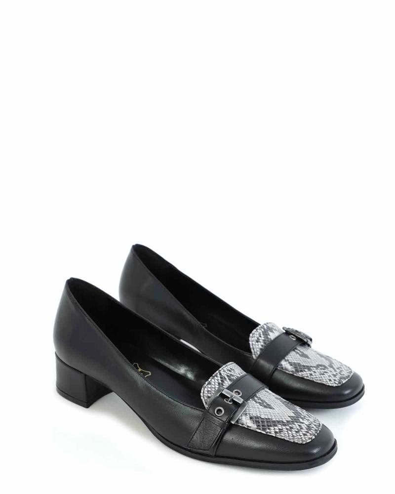 Δερμάτινα loafers μαύρα