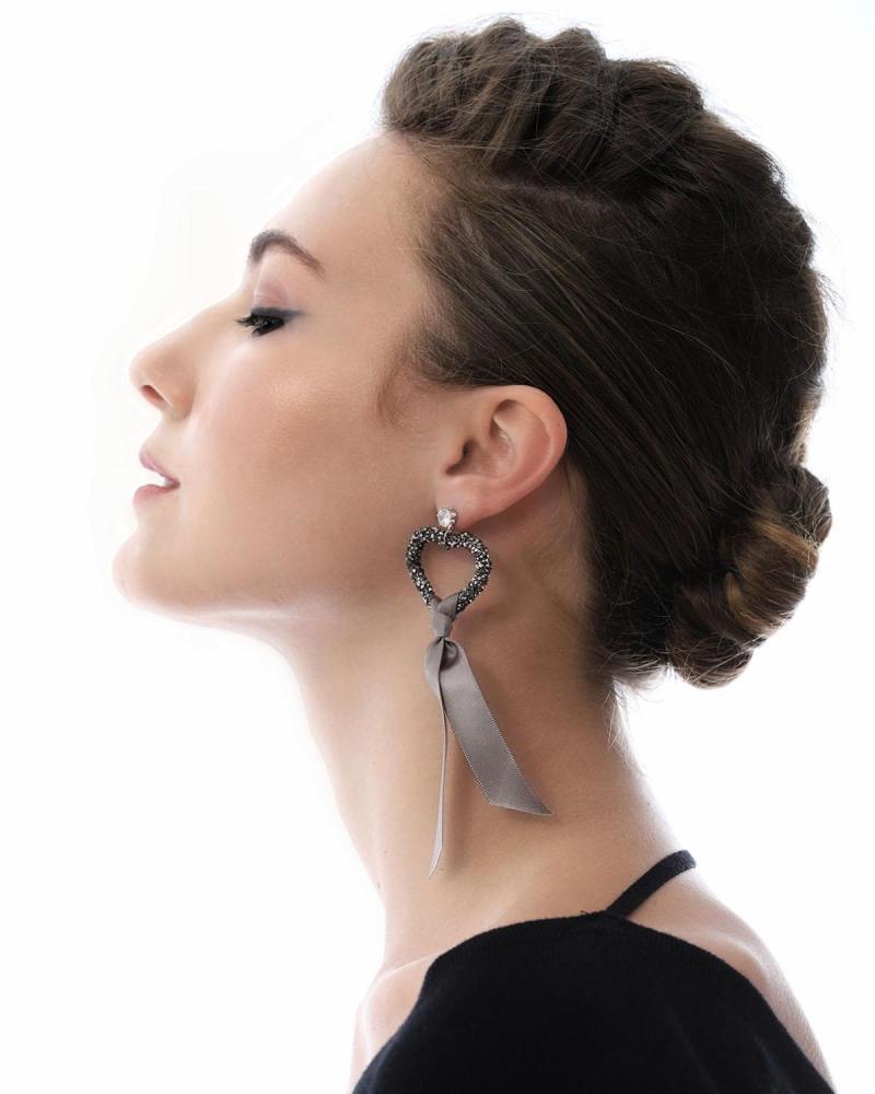 Ohrringe grau