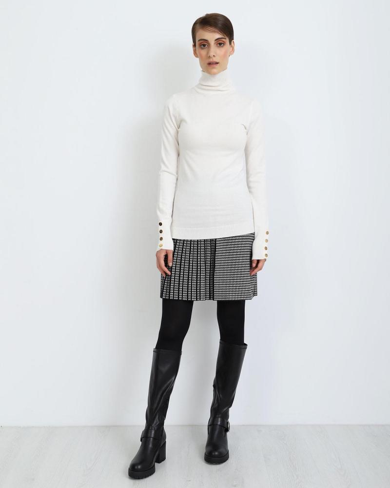 White pullover