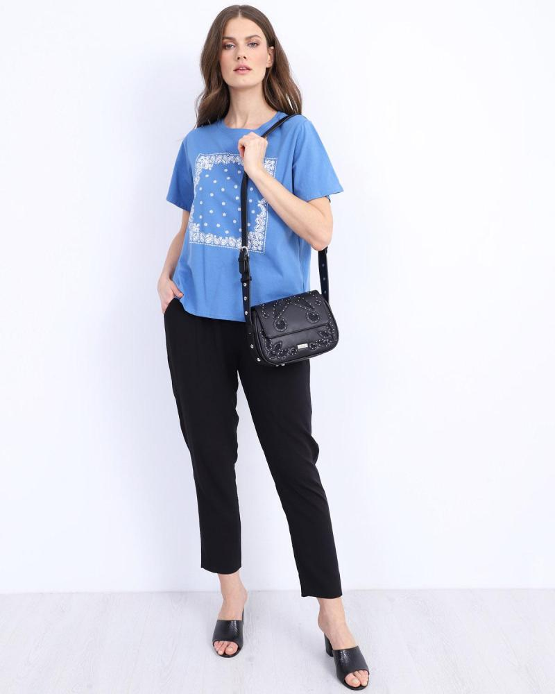 Blaue t-shirt bluse