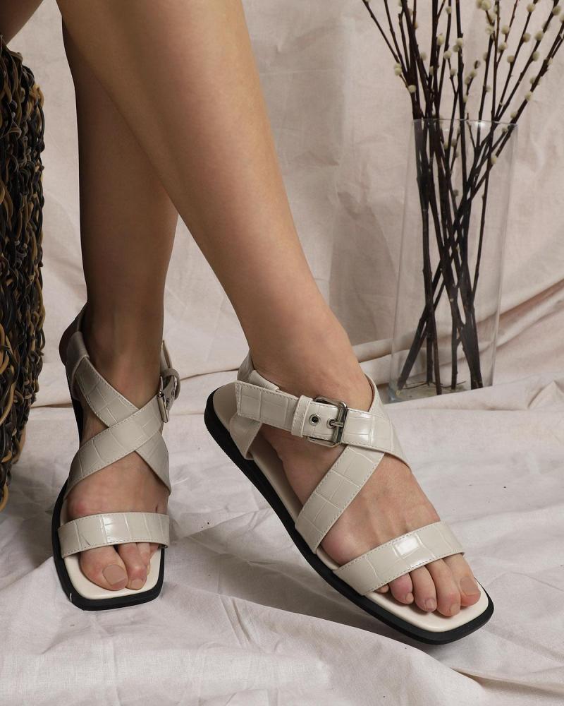 Ecru sandalen
