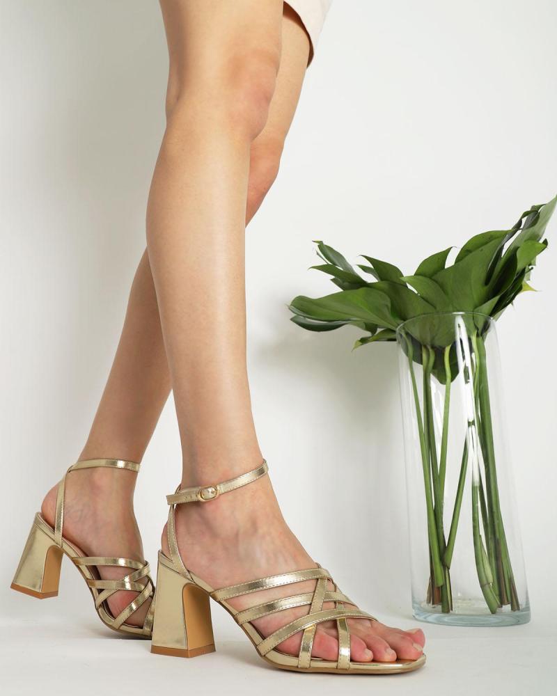 Golden sandalen